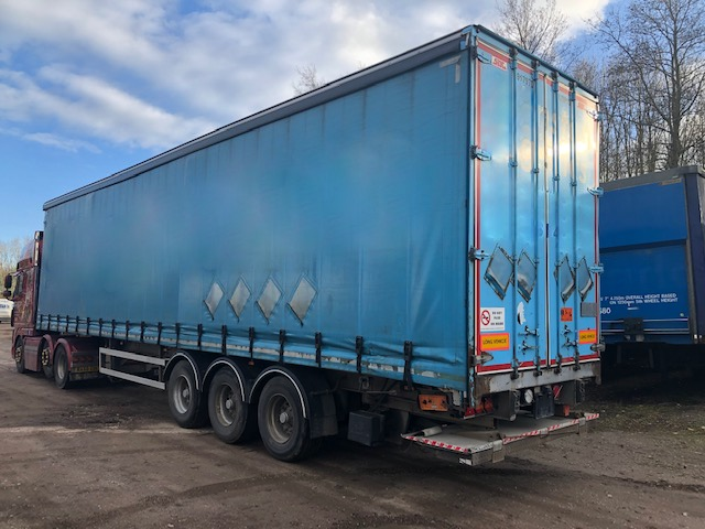 TAIL LIFT CURTAINSIDER TRI AXLE SDC 4 55M 2012 STOCK NO 108566