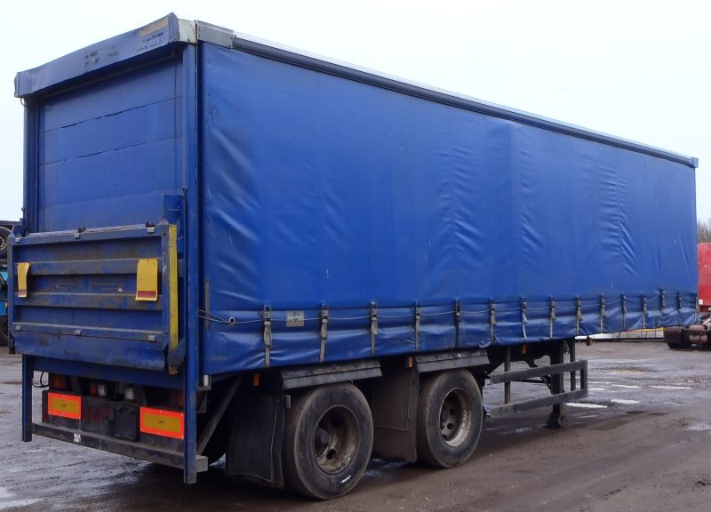 CURTAINSIDER TANDEM AXLE SDC 4M 2005 SLIDE AWAY TAIL LIFT STOCK NO 87154