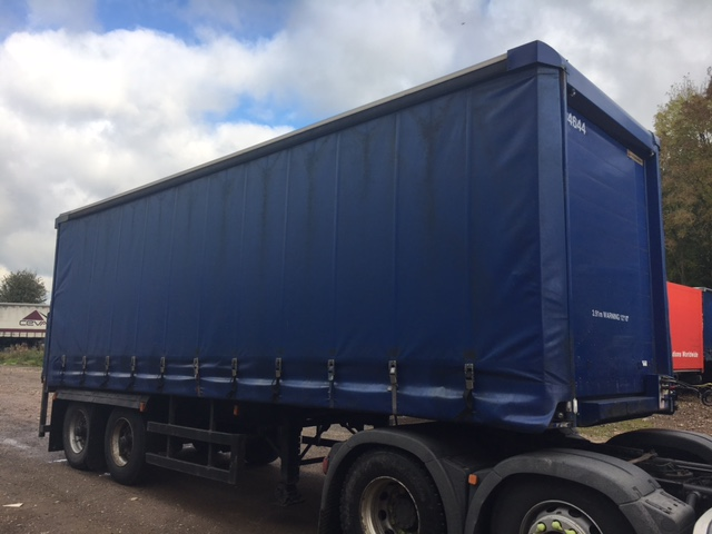 CURTAINSIDER TANDEM AXLE SDC 4M 2005 SLIDE AWAY TAIL LIFT STOCK NO 87118
