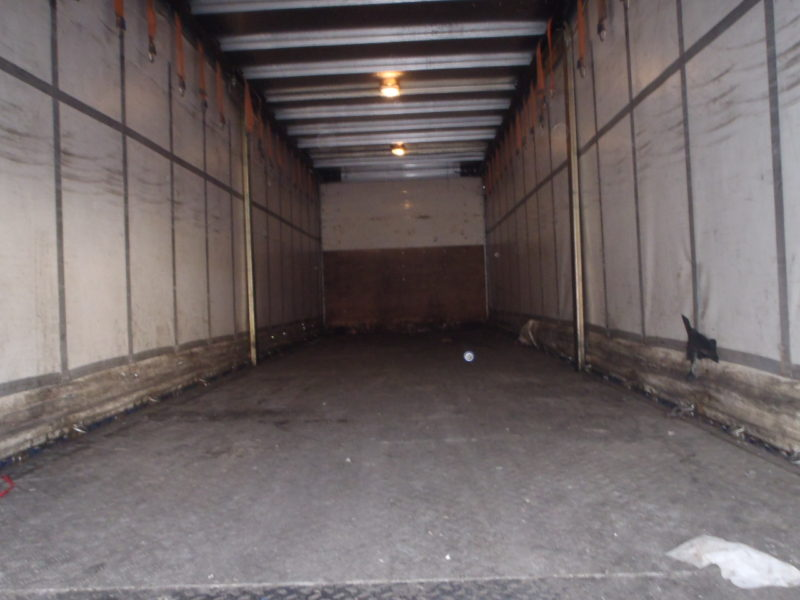 CURTAINSIDER TANDEM AXLE SDC 4M 2006 COLUMN TAIL LIFT STOCK NO 118774