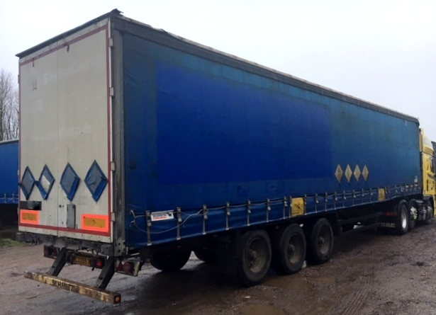 CURTAINSIDER TRI AXLE SCHMITZ 4 1M 2006 STOCK NO 97824