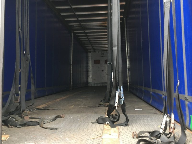 CURTAINSIDER TRI AXLE DONBUR 4.4M 2004 STOCK NUMBER 87246
