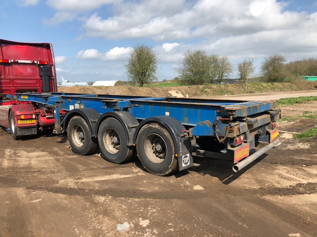 TRI AXLE SLIDING SKELETAL DENNISON 2004 STOCK NO 98052