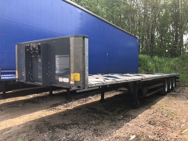 POSTS & SOCKET FLAT TRI AXLE SCHMITZ 13 6M 2006 STOCK NO 98022